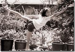 中学1年の頃。稽古の成果を披露。庭で父が撮影。